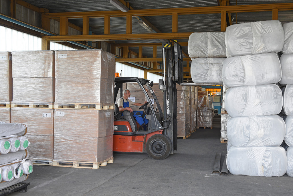 Distribution of polyester yarn and fibre in Szekszárd